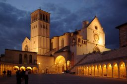 Assisi_notte-1200x862